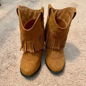 Fringe brown boots for infant/toddler